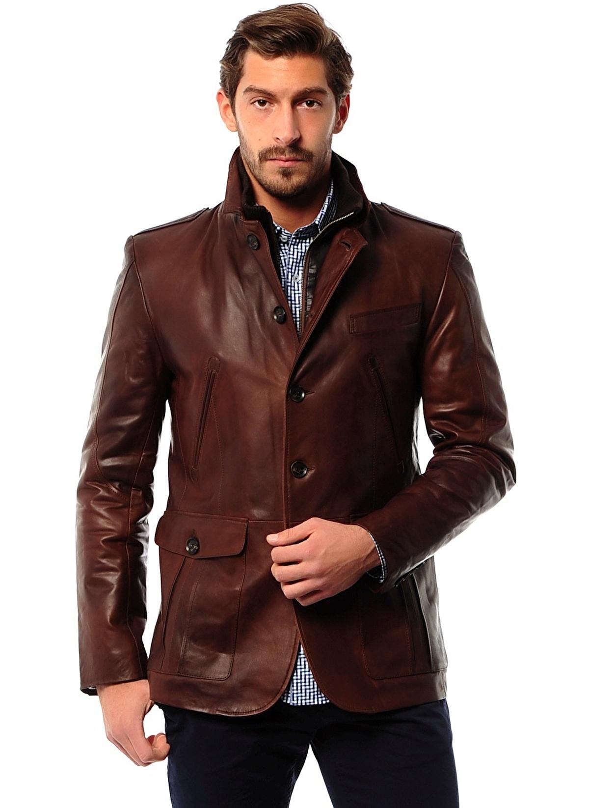 Sarar erkek ceket koleksiyonu, birçok farlı stil ve geleneğin örneklerini içinde barındırır. Yaşam tarzınız, sosyal çevreniz, vücudunuzun özellikleri ve tabii ki stilinize göre tasarlanan ceketler, tam ihtiyaç duyduğunuz bütün tasarım özelliklerine sahip.